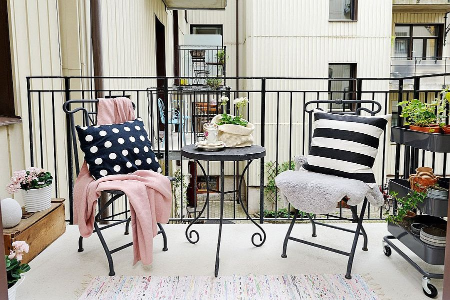 Small-balcony-of-the-Scandinavian-home