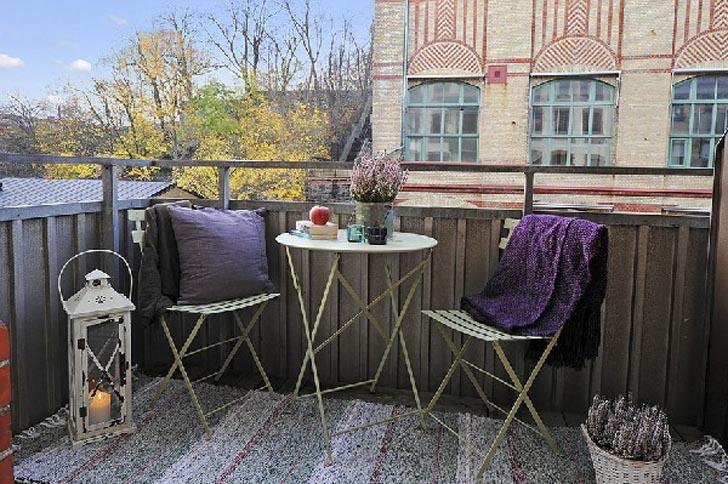 Traditional-Modern-Scandinavian-Apartment-Balcony-Design