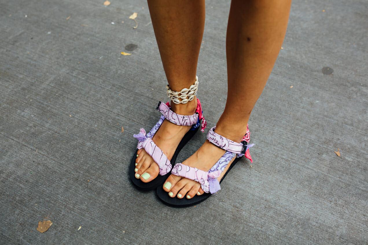 tourist sandals details